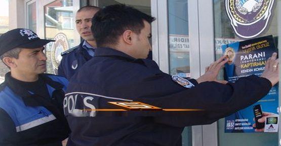 polisten_afislerle_uyari