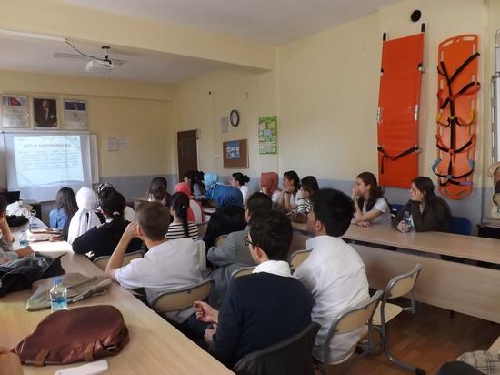 Sandıklı Anadolu Sağlık Meslek Lisesi Tarafından Hazırlanan Seminer Dolu Dolu Geçiyor (1)