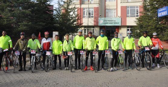 bisikletciler_geceyi_sandiklida_gecirdi