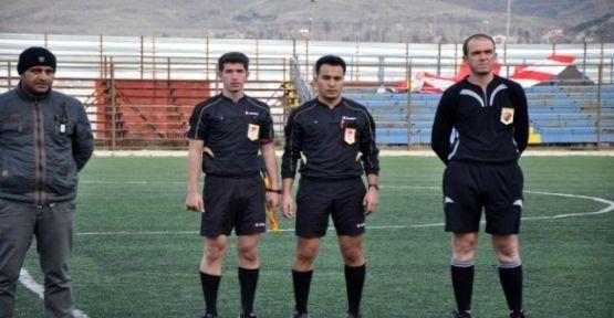 sandiklida_gorevli_polis_memuru_futbol_hakemi_h21630