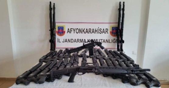 sandikli_akharimda_jandarmadan_kacak_silah_operasyonu_h24220_f2c6d